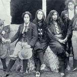 Donne Maori che indossano i Knickerbocker